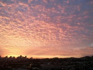 Αυγή, Τζανέιρο, πόλη, με σύννεφα