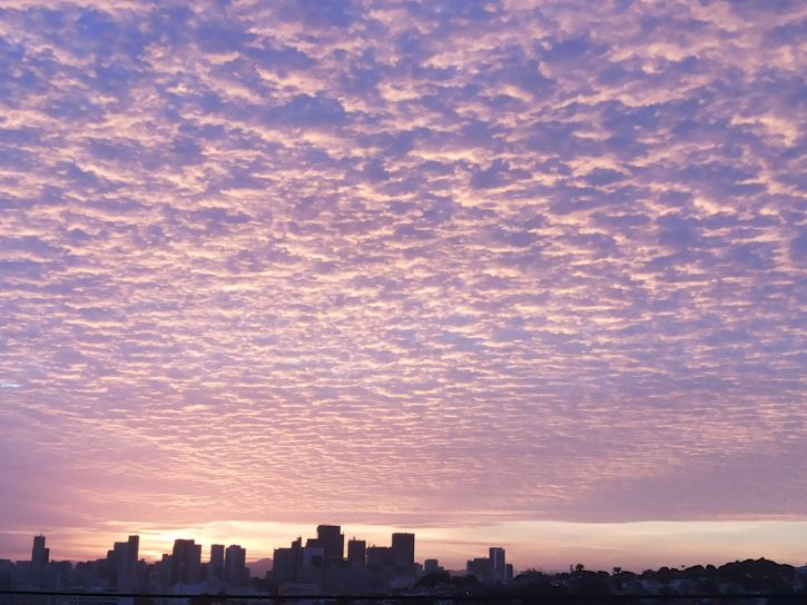 Janeiro, City, med skyer