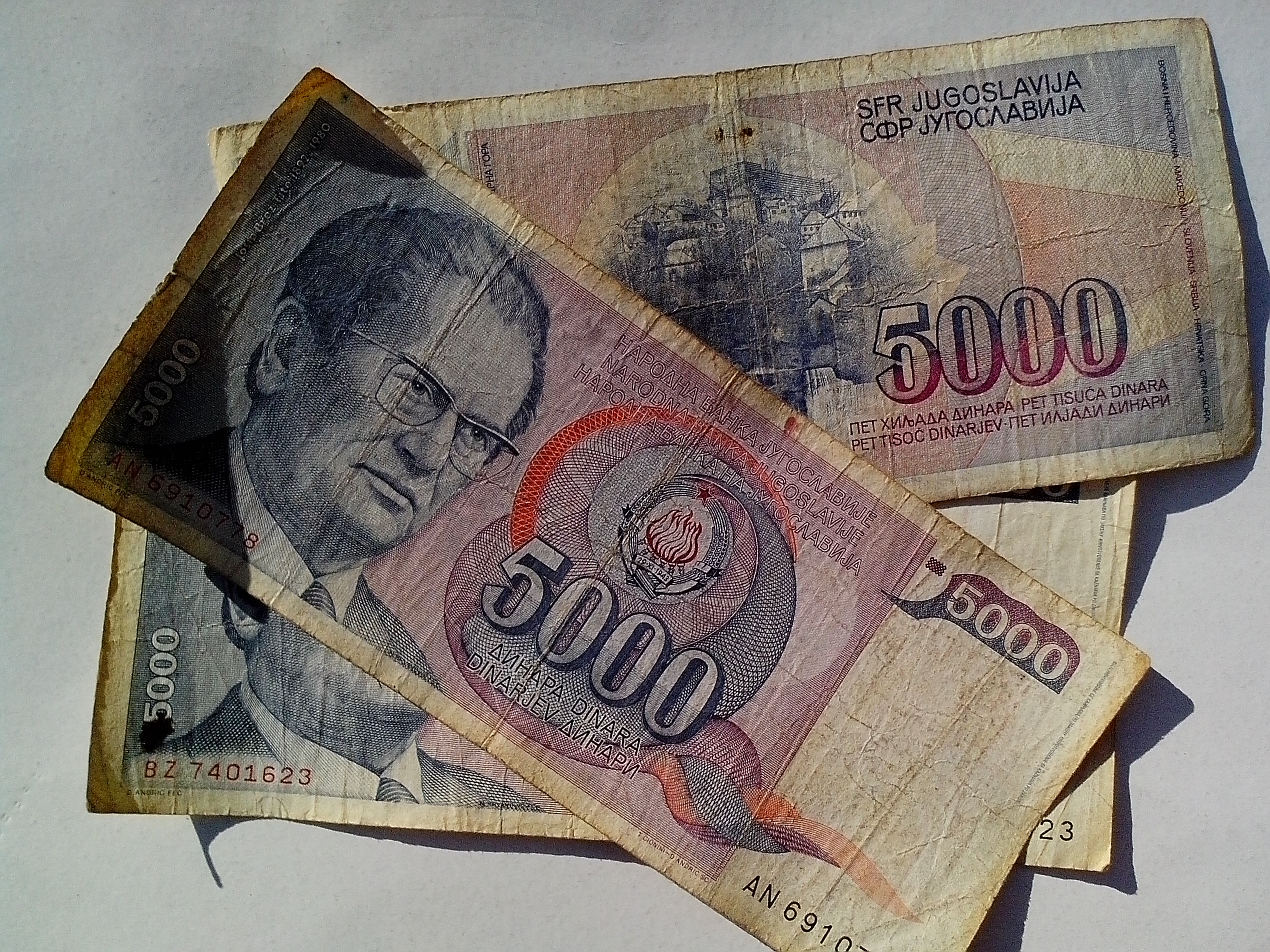 Free photograph; socialist, federal, republic, Yugoslavia, money, cash, banknotes, old