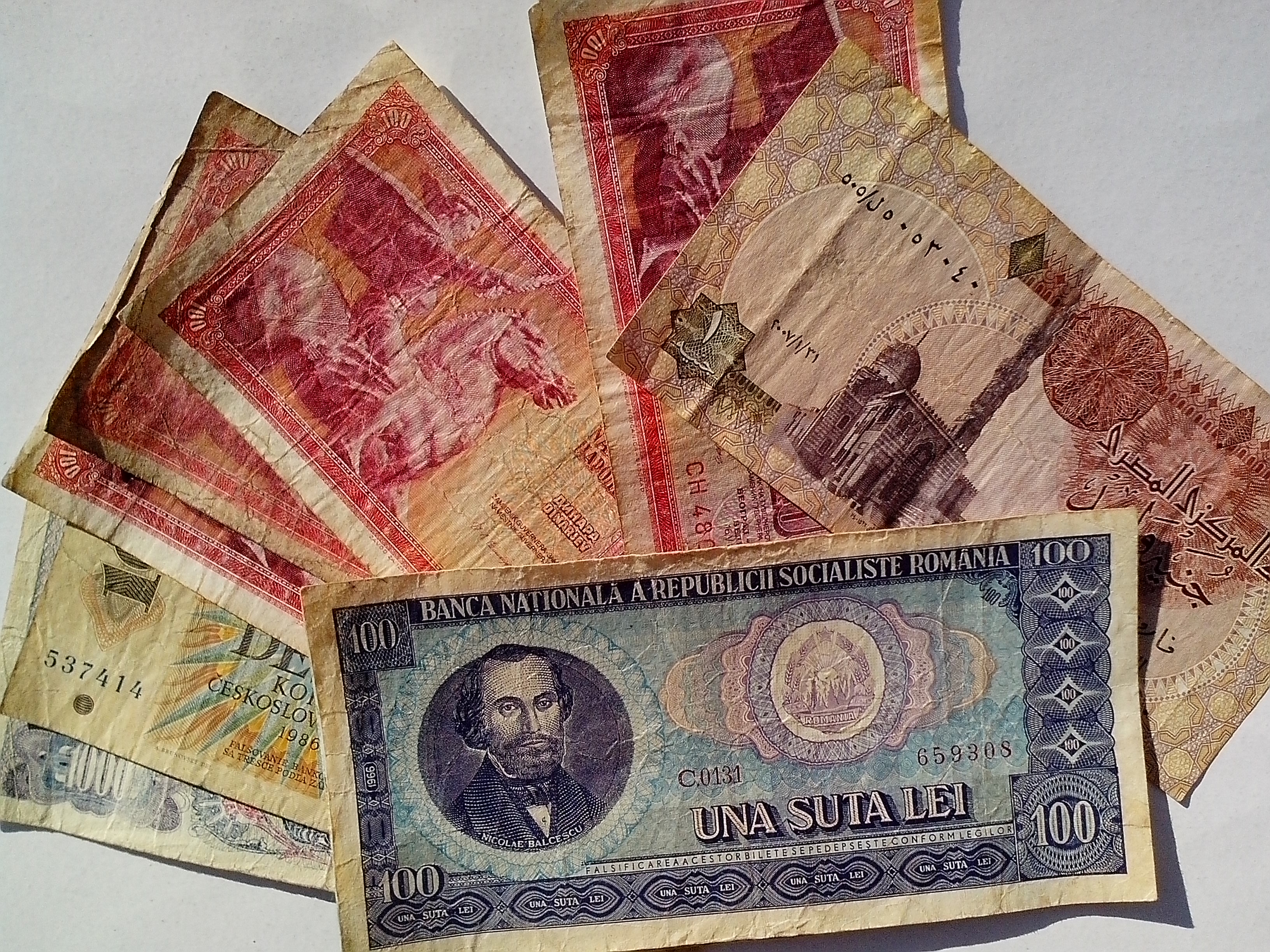 Free photograph; yugosalvia, Serbia, Hungary, money, banknotes, old, cash, bills, currency