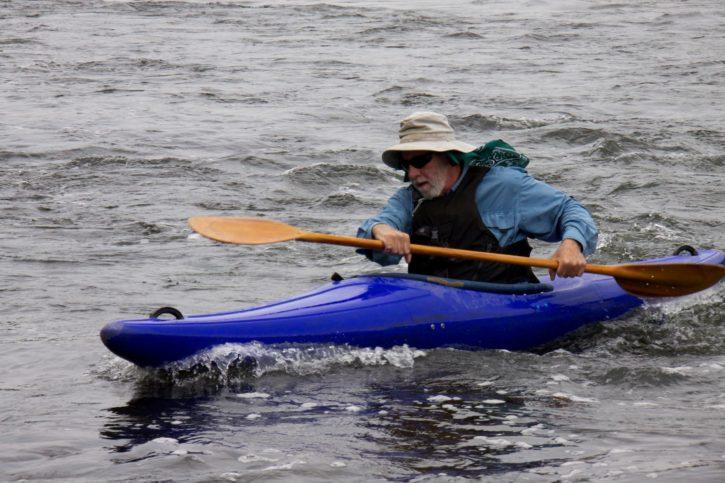 kayaker, paddling