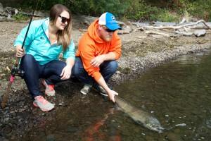 ami, amie, couple, pêche, rivière