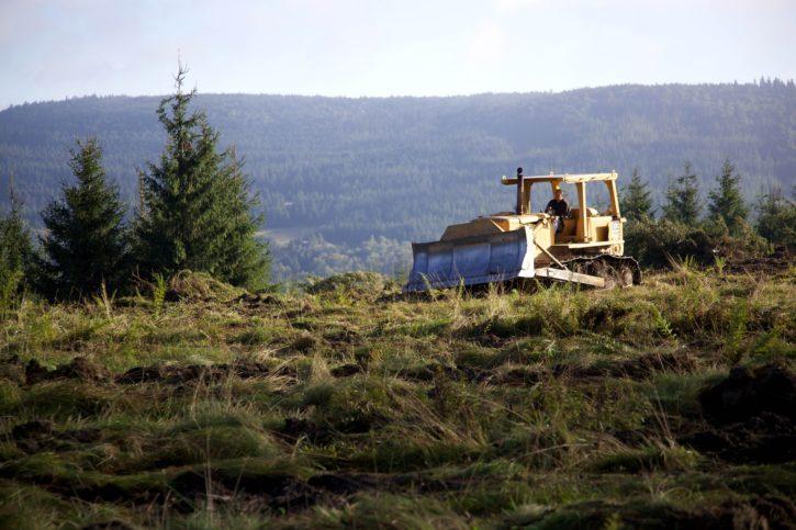 bulldozer, loosens, ground