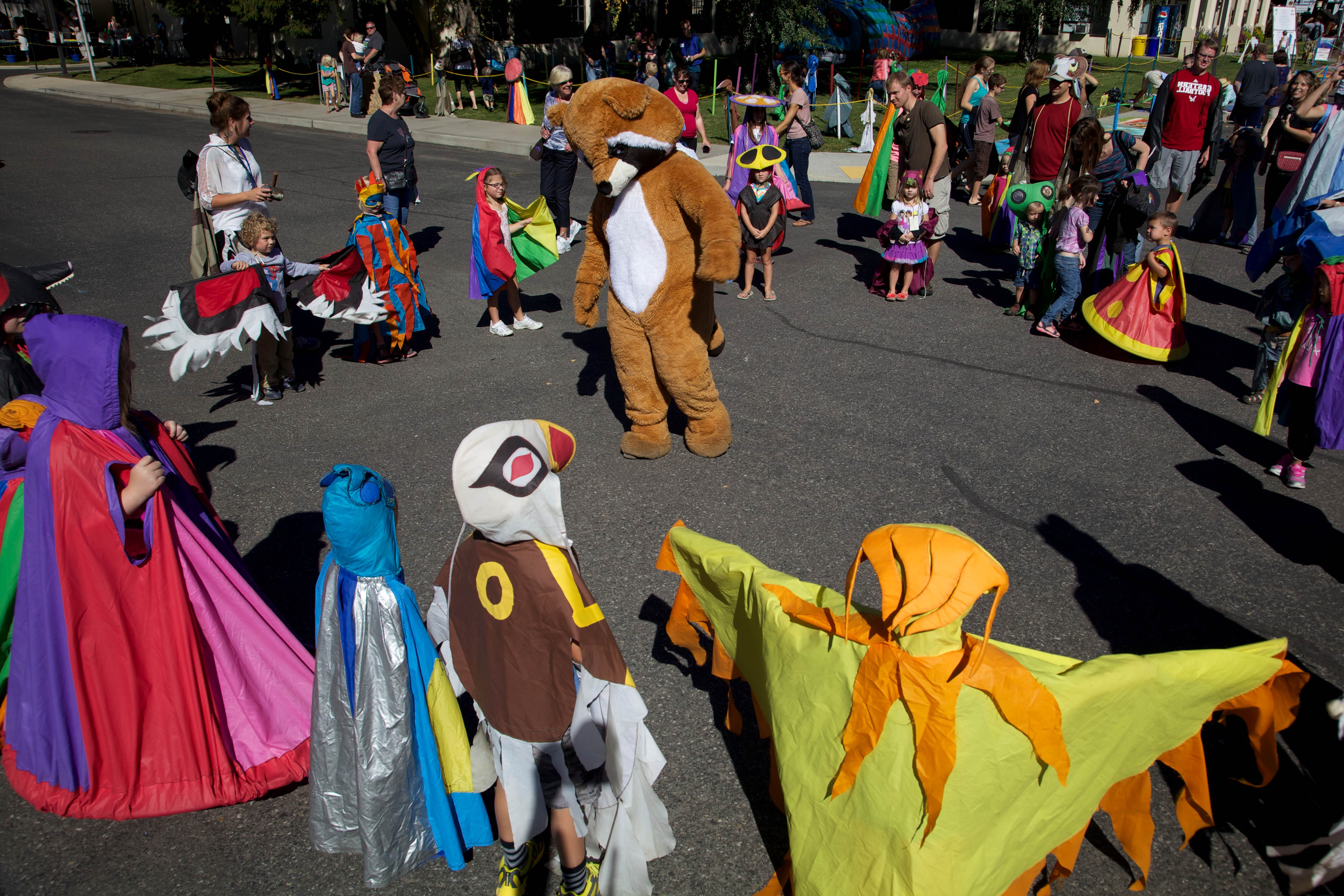 Free photograph; child, costumed, performers