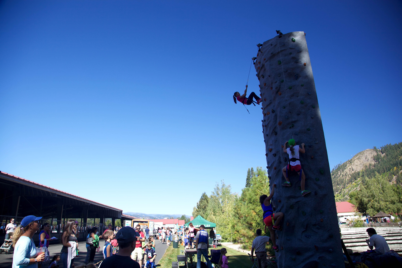 Free photograph; climbing, wall, outdoor, recreation, area