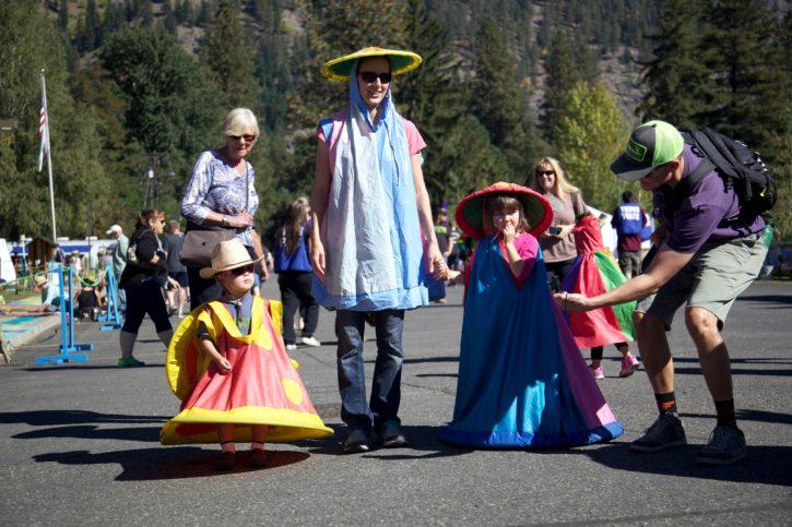 exposition, costumes, défilé
