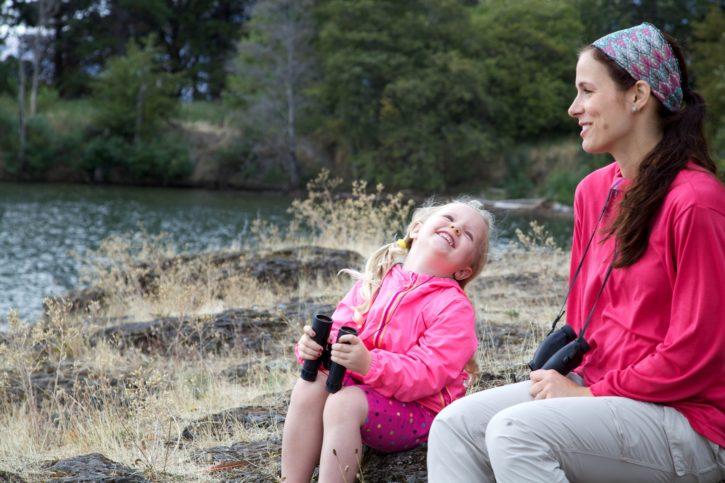 Žena, děti, mladí, vypadající, řeka, příroda