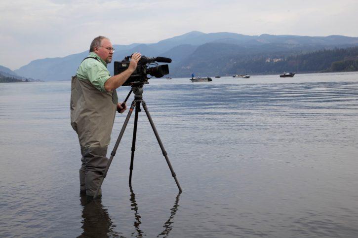 ビデオ撮影、テレビ、自然、川、海岸
