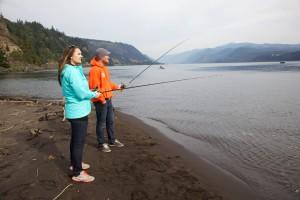 giovane coppia, pesca, natura, fiume