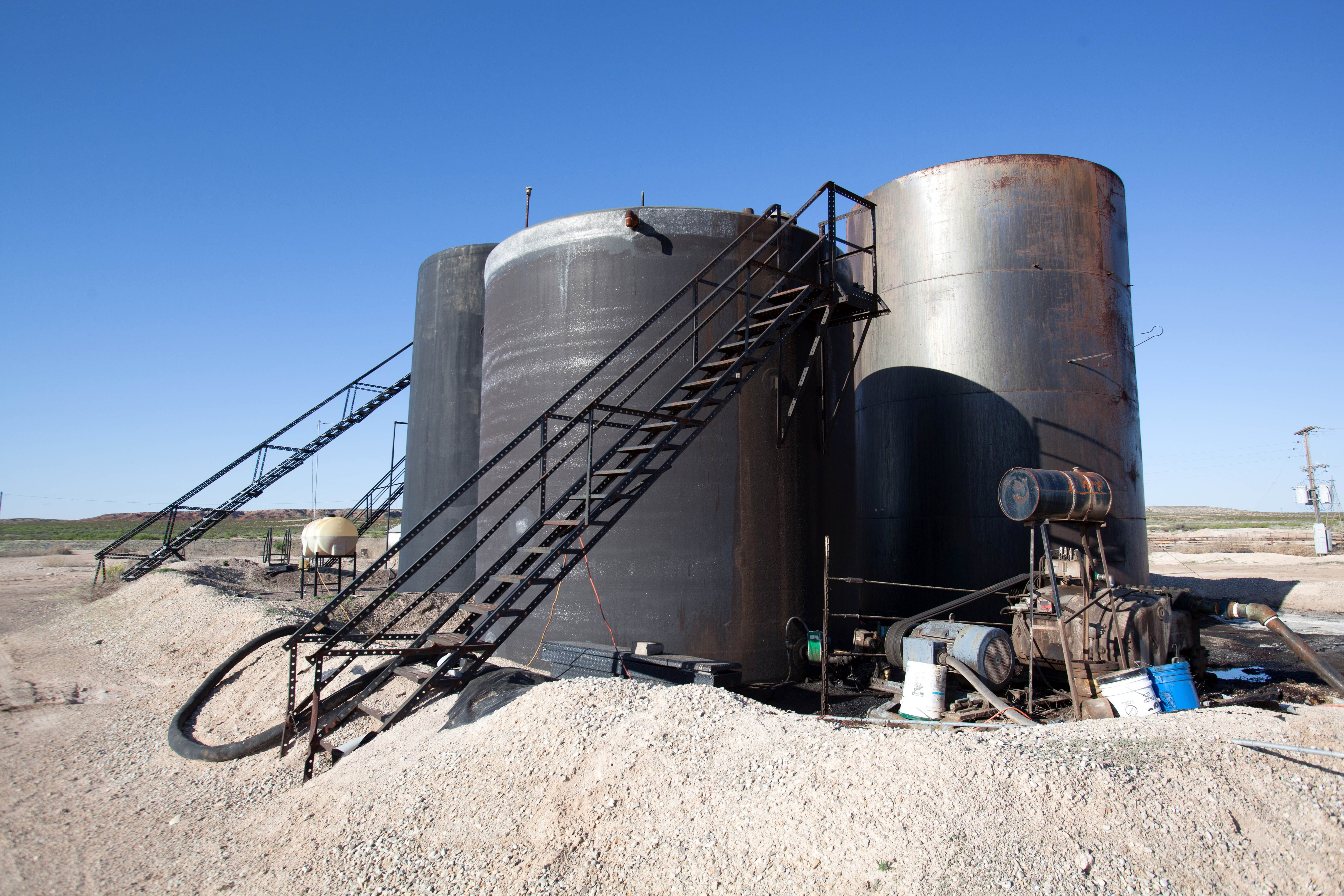 Free photograph; oil, tanks, desert, facory, production, processing, facilities