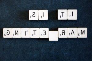 texte vers l'arrière, l'alphabet, l'orthographe en arrière, mots