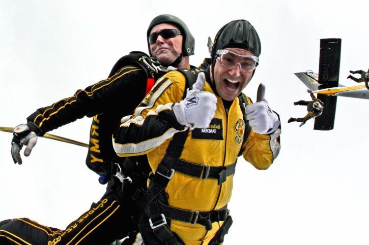 Imagen gratis: paracaidistas, mono, hombres, cielo, paracaidismo, en  tándem, la adrenalina