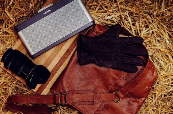 camera, leather gloves, lens, leather bag