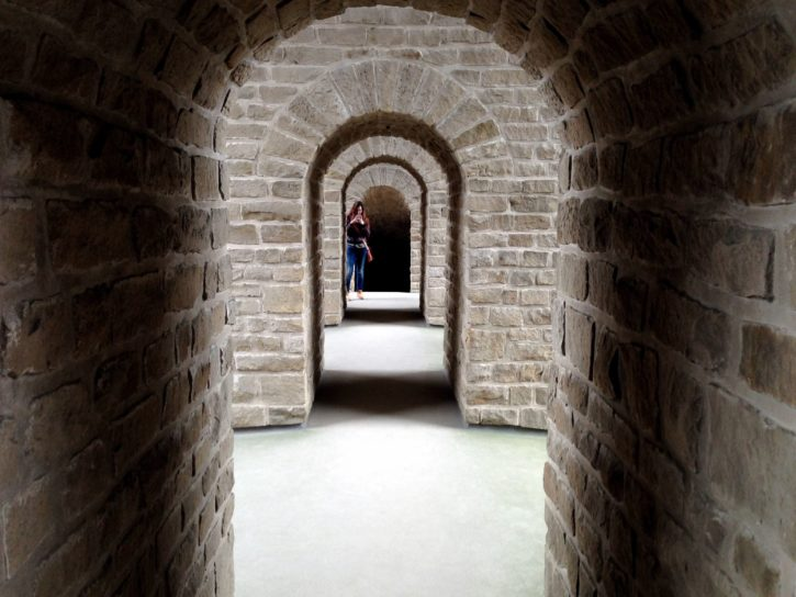 Foto gratis muri di mattoni edificio persona archi for Programma architettura gratis