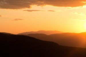 onrage Sonnenuntergang, Dämmerung, Hügel, Sonnenuntergang, Berge, Himmel, Sommer
