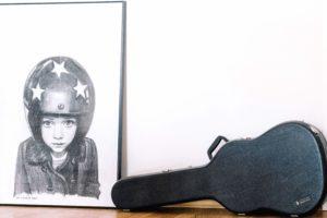 ritratto, bambino, casco, chitarra classica, immagine della parete