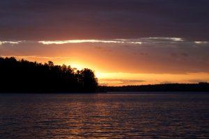 colorato tramonto, tramonto, estate, alberi, lago, le nuvole