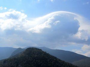 ciel bleu, nuages blancs, montagnes, nuages, ciel