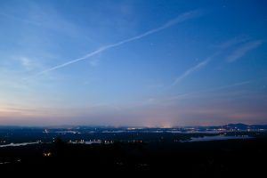amanecer sobre la ciudad, por la mañana