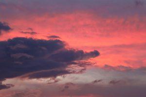 nuvens rosadas, céu roxo, nuvens escuras, pôr do sol, nuvens, céu, verão