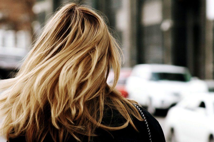 înapoi femeie, cap, părul blond