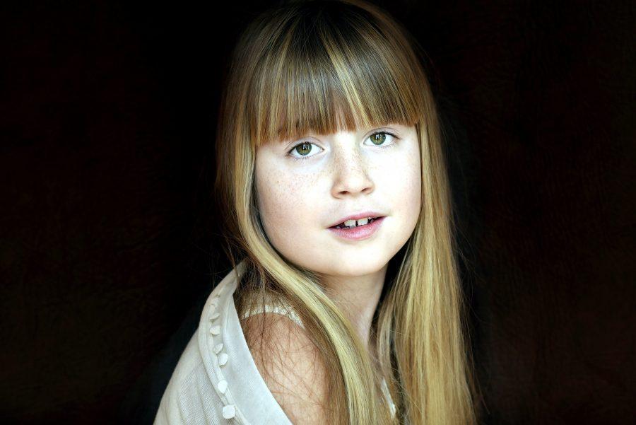 美しい子供、かわいい女の子、金の髪、写真モデル
