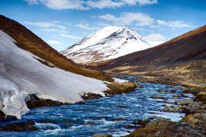 Gletscher, Bach, alpine Berge, Himmel, Wolken, Eis