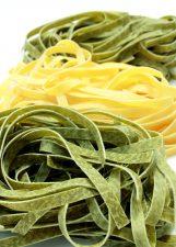 värillinen pasta, nuudelit, ruoka