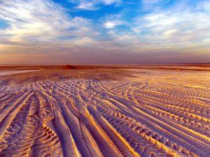 ørken, spor, blå himmelen, skyene
