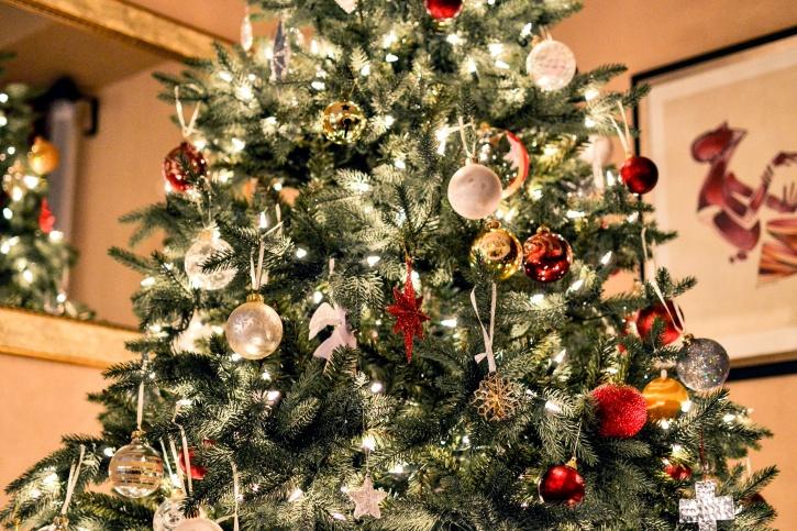 Різдвяна ялинка, прикраси