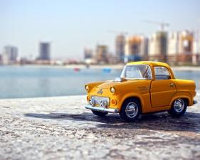 kleine gelbe Auto, Spielzeug, Strand