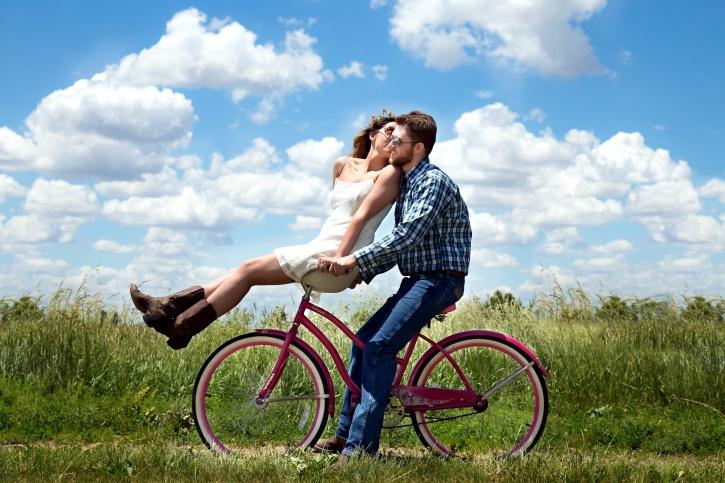 fidanzata, fidanzato, il romanticismo, picnic, natura, bicicletta rosa