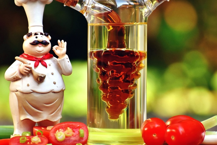 glass, bottle, tomatoes, chef, onions, table