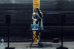 reproduktory, street, hudba, přenosný počítač, muž