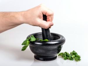 rendendo la medicina, foglie, crogiolo