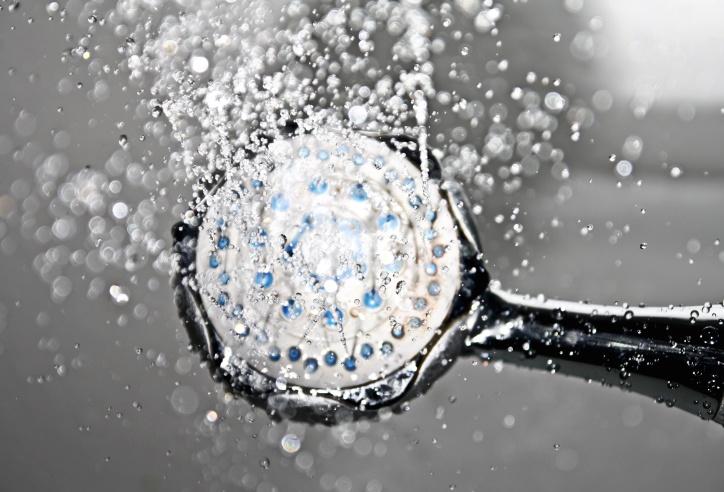 Suihkuta vesi pullo