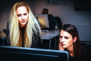 deux femmes, de travail, bureau
