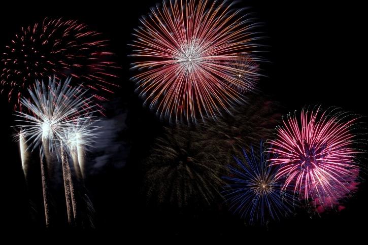 ajunul anului nou, focuri de artificii, noapte