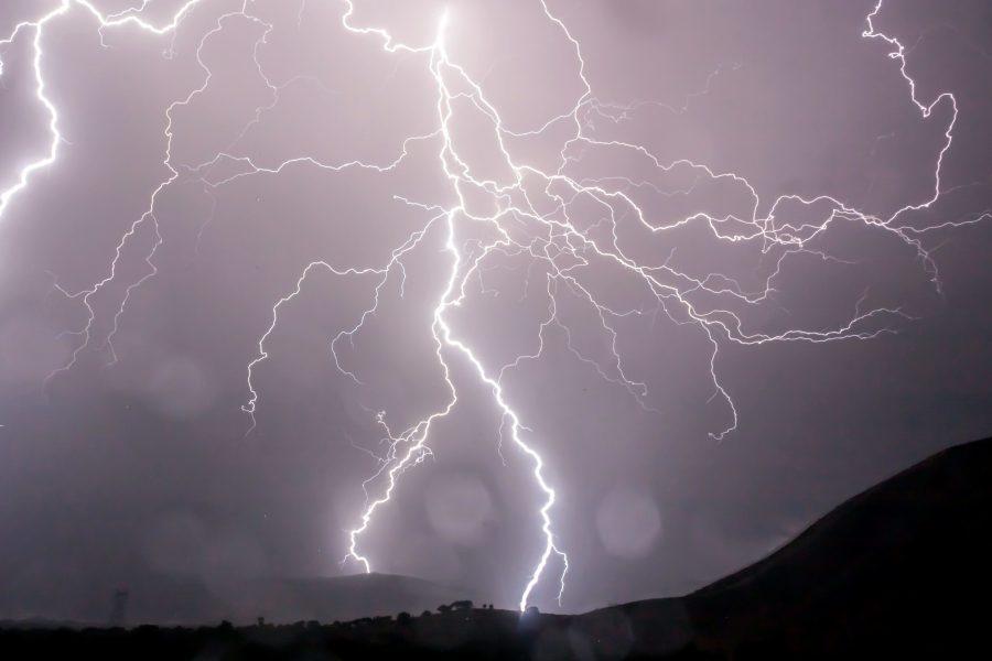 lightining буря, вночі