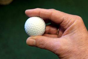 mão, bola de golfe