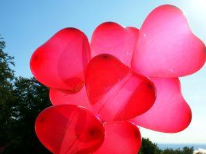 червени сърца, балони