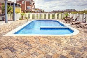 swimming pool, villa, backyard