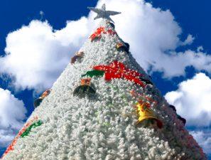 білого Різдвяна ялинка, прикраси