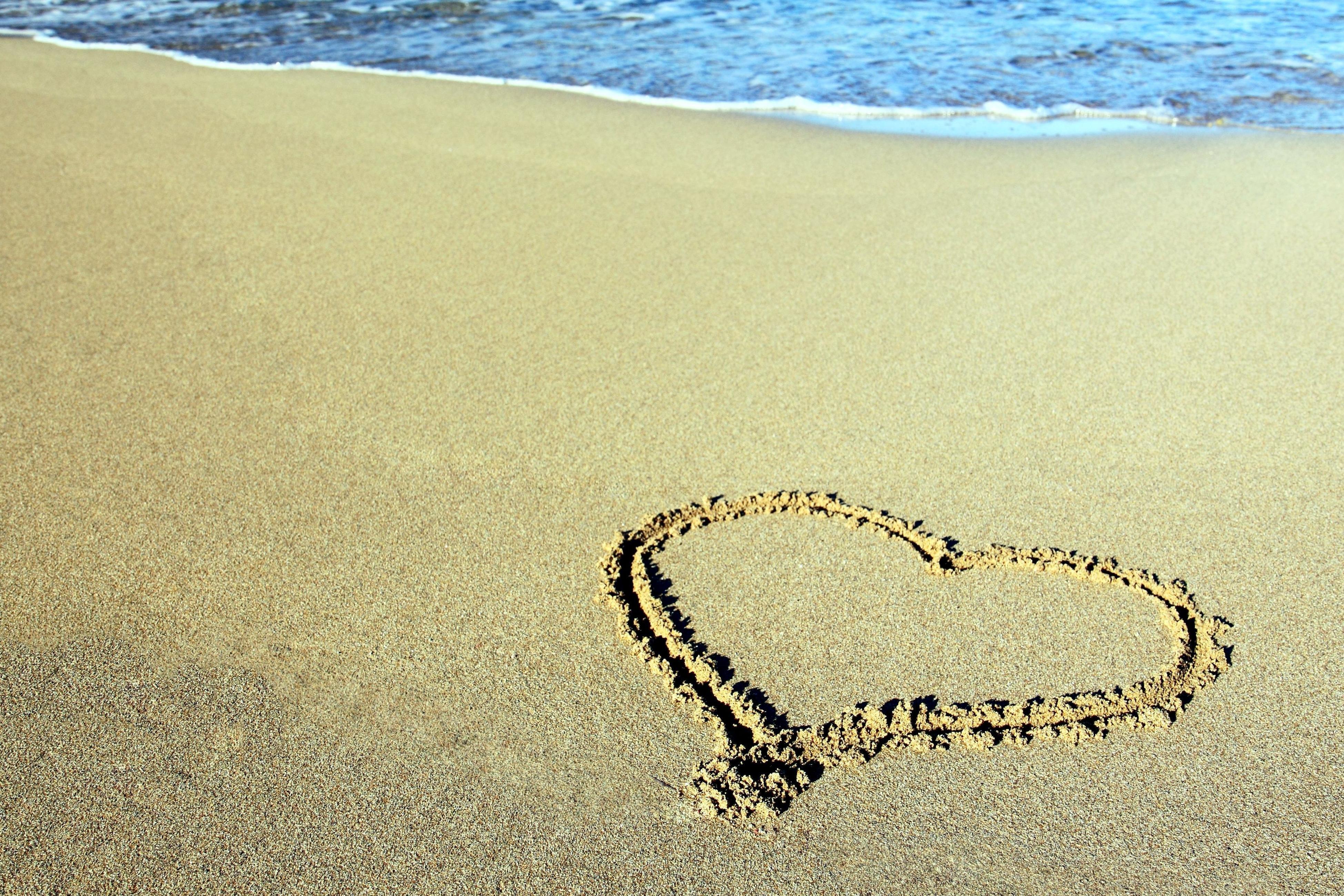 Картинки сердце на песке