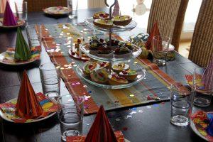 joyeux anniversaire, table, dîner