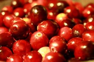fresh fruit, washed fruit, cranberries, berries
