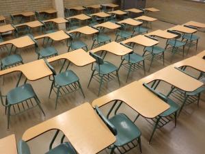 szkole, klasie, puste biurka