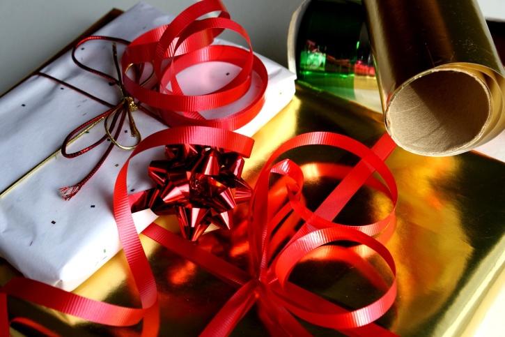 Ukrasni papir, darove, darove