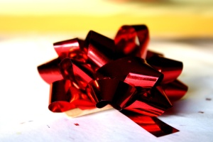 laço de folha vermelho,