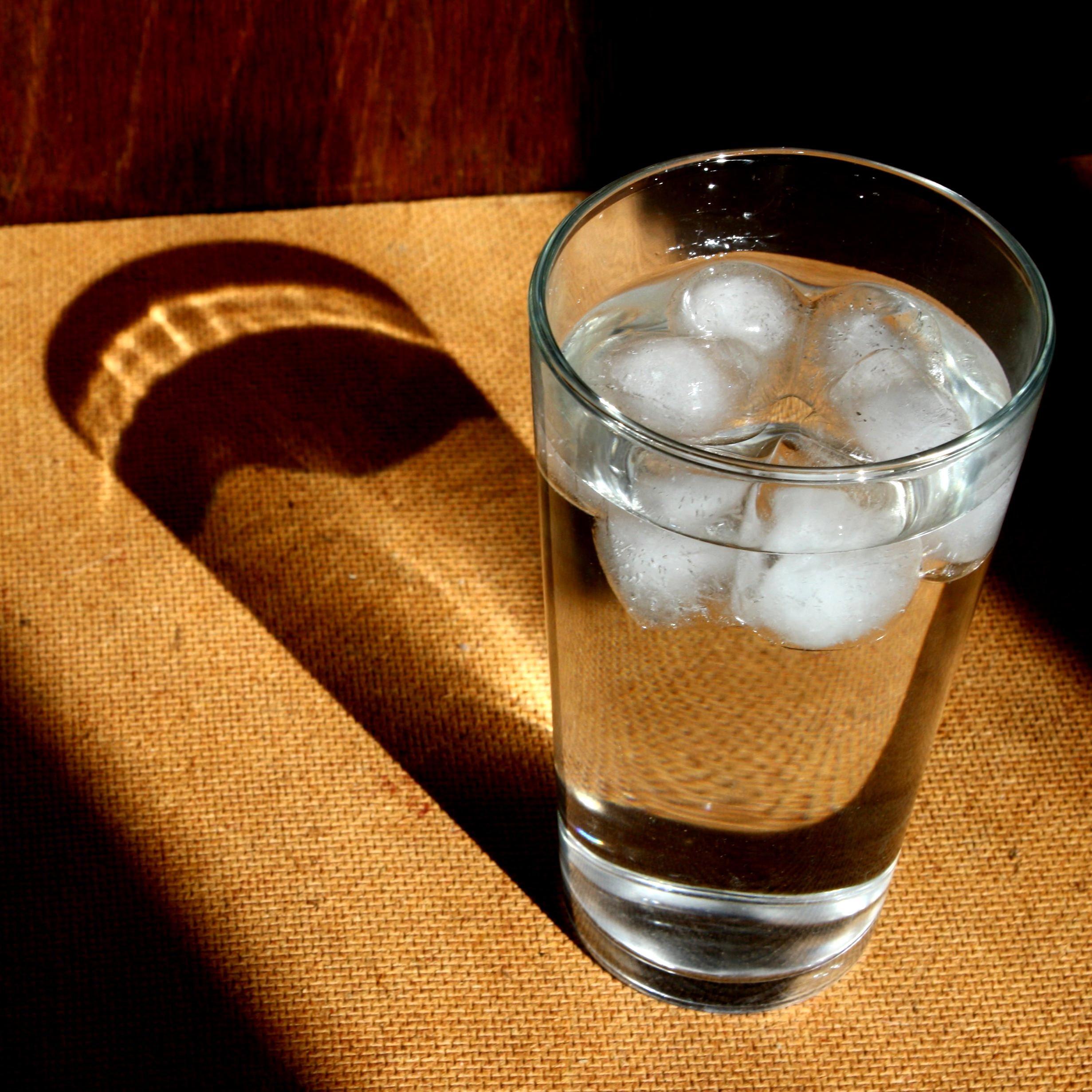 Foto gratis: vetro, pietre di ghiaccio, acqua, raggio di sole